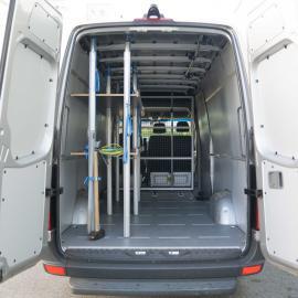 Crafter 6 Seater/Transporter HH-AU 711 con generador de 20KVA trifásico (max carga 900KG, incl. 200km)