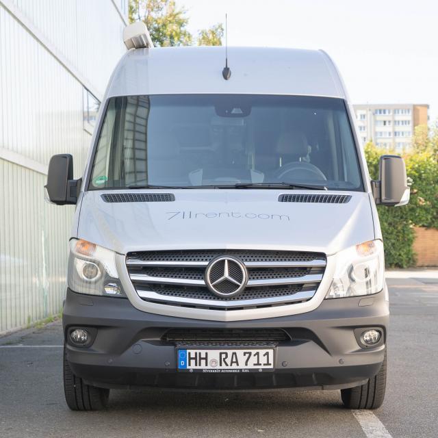 Mercedes Sprinter 9Seater con generador monofásico HH-RA 711 (max load 900kg, incl. 200km)